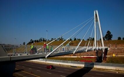 Pedestrian bridge wins top engineering award