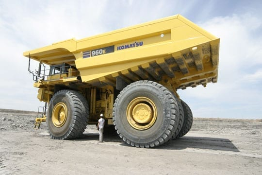 Komatsu sees equipment sales plummet in China