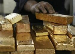 Battered gold miners mount charm offensive to sell executive pay