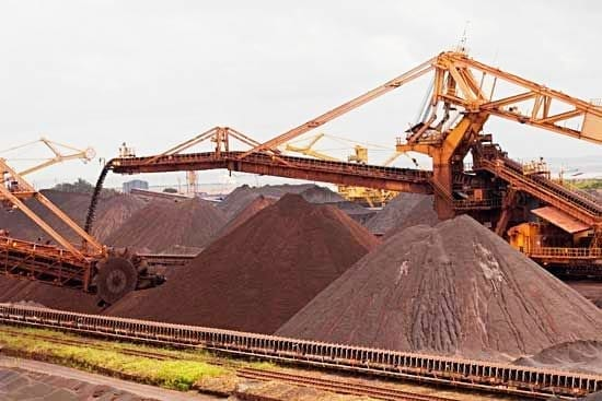 Australian PM backs Senate probe into iron ore slump