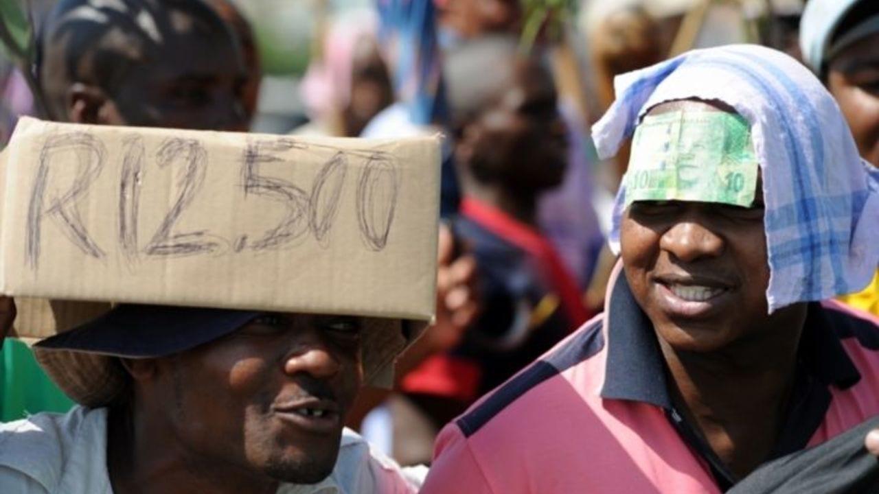 AMCU to unveil pay demands
