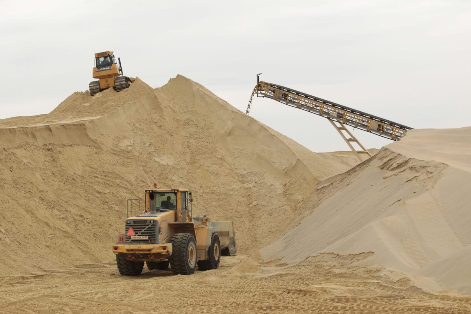 Parliament cancels sand mining licences in Lwera