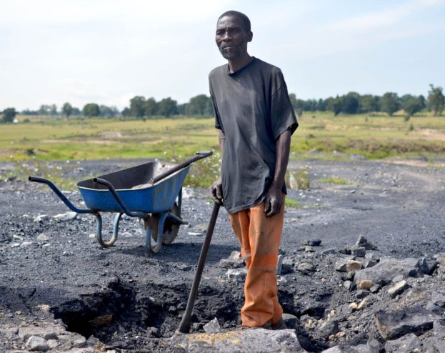 An artisanal miner digs coal at an abandoned mine in the Wesselton township in Ermelo, Mpumalanga. Photos: Mark Olalde