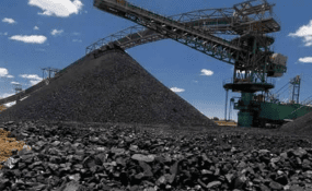 Colliery workers' spouses march against mine management