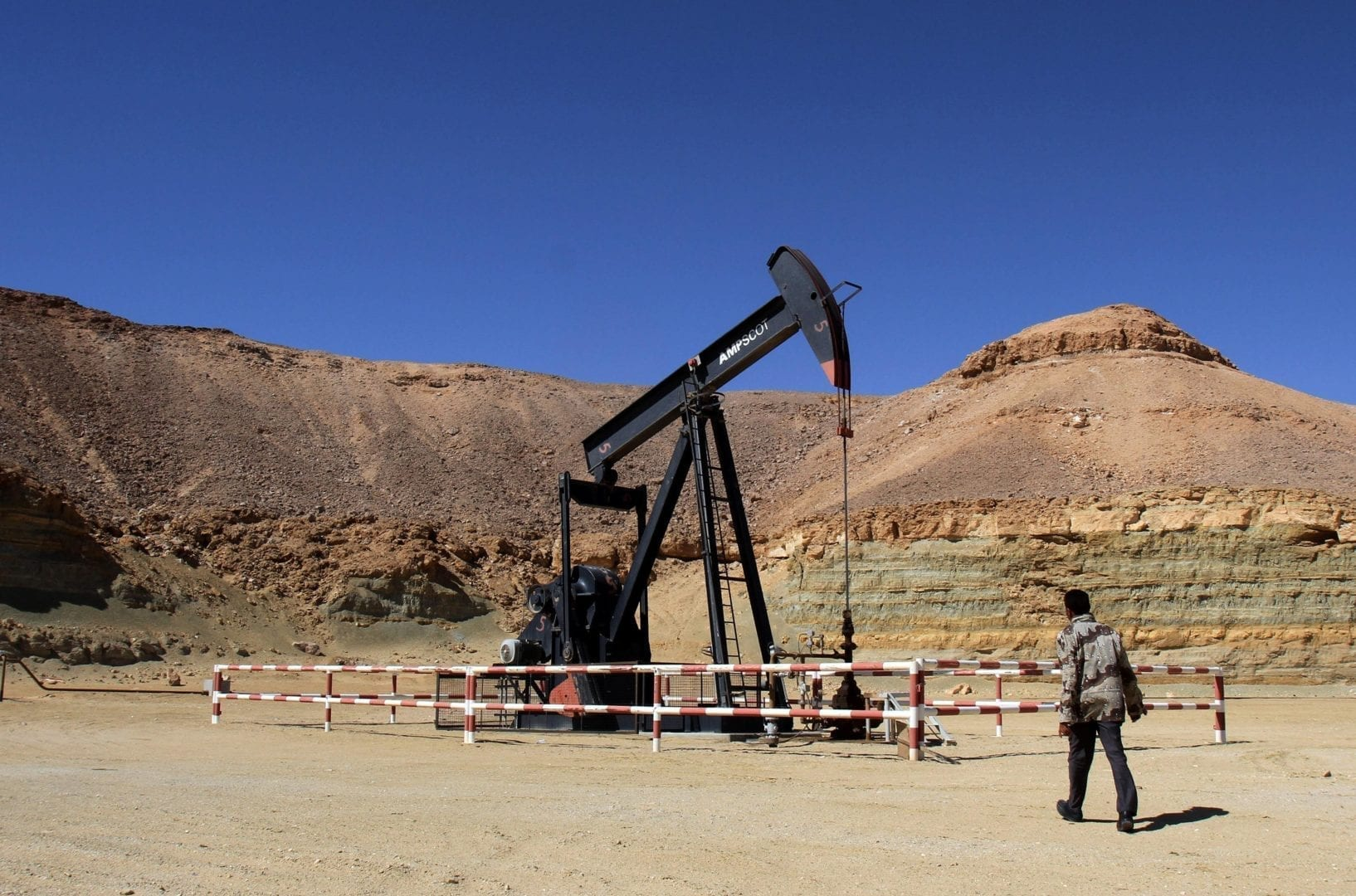 Washington, allies demand Libyan oil terminals be returned to UN-backed government