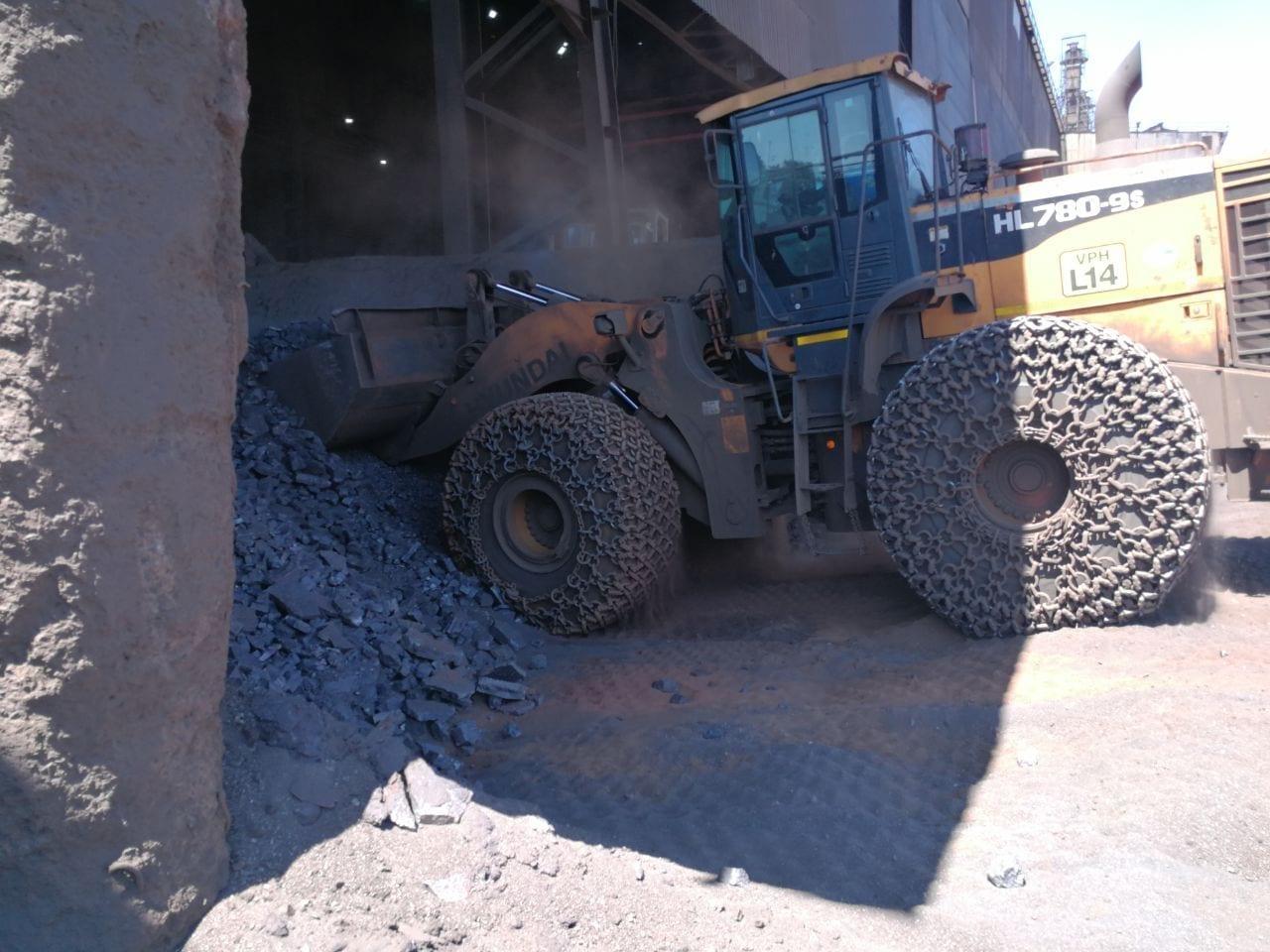 Hyundai wheel loader handles harsh manganese conditions